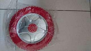 🚚 紅色輪胎造型工具盒一個