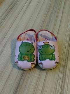 青蛙涼拖鞋