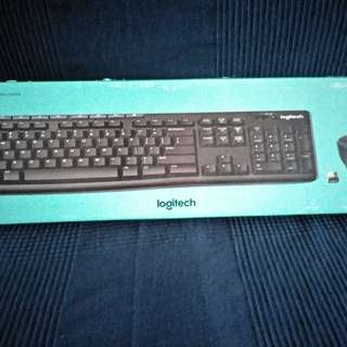 Logitech computer keyboard with wireless mouse MK270r