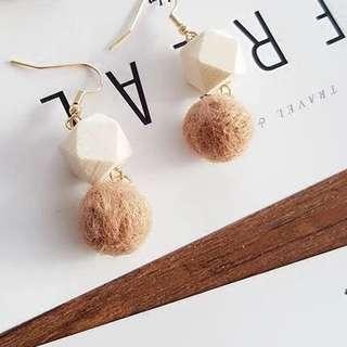 Korean woody poompoom earrings