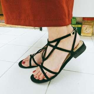 🚚 轉賣 grace Gift 絕美幾合線條黑色釦環平底涼鞋 韓妮 kashin Ann's Air space ZARA 歐美感線條綁帶涼鞋