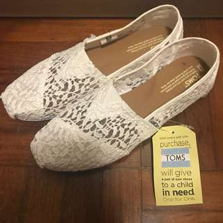 TOMS Shoes - White Lace Leaves