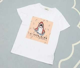 C0ach小怪兽系列T恤,经典的1941款里面的鲨鱼TEE 。尺寸 S M L