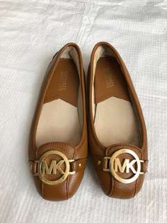 Michael Kors Leather Flats (good as new)
