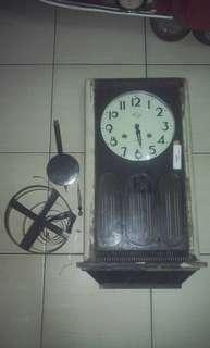 Jam dinding vintage