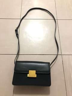 韓國仿皮黑色斜咩袋