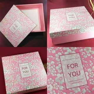 Paper gift box L