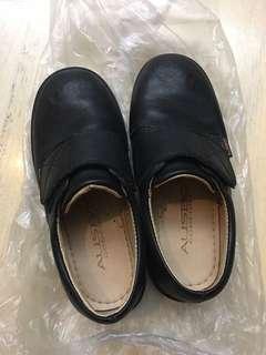 黑色返學鞋