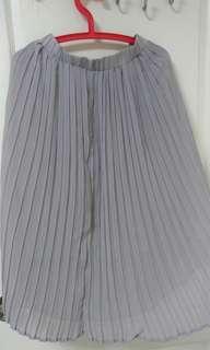 灰色百褶長裙