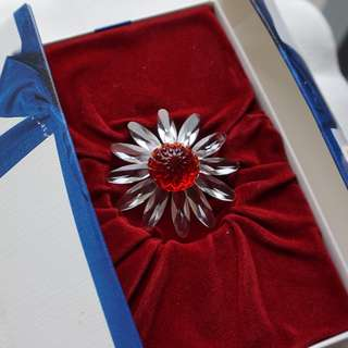 Swarovski membership gift - red flower (ref 005)
