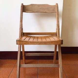 木製靠背椅子