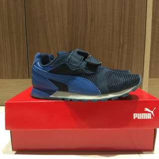 Puma kids shoe size (Euro 33/US 2C/UK 1) Condition 9.5/10. Used once at shopping mall