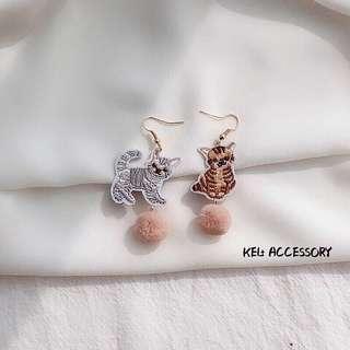 針織灰貓啡貓毛球耳環👂🏻🐱