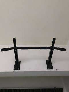 Wall mounted pull ups bar