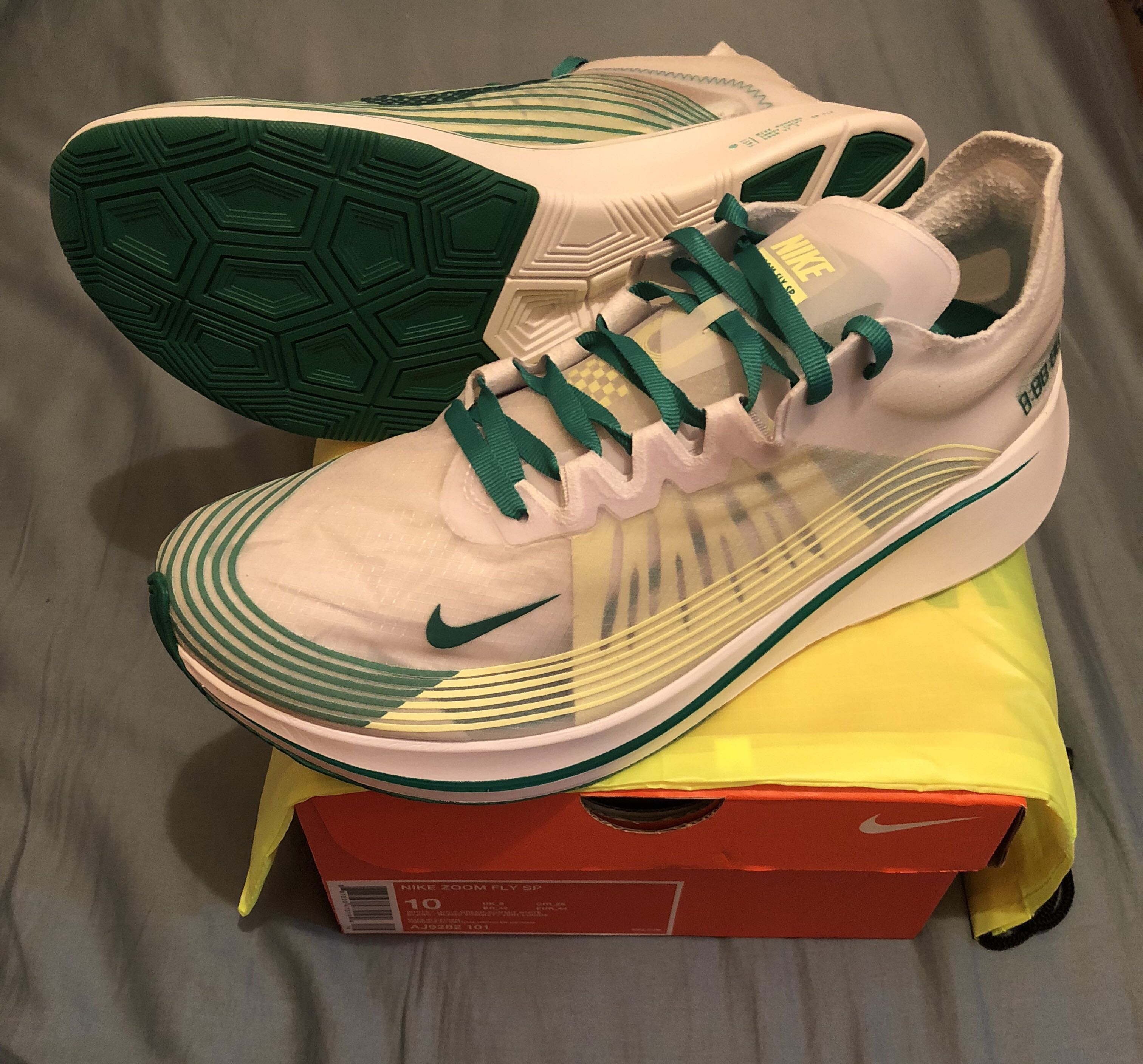 dde739aa3562d 香港版配色Nikelab Zoom Fly SP  Hong Kong Edition  White Lucid Green ...