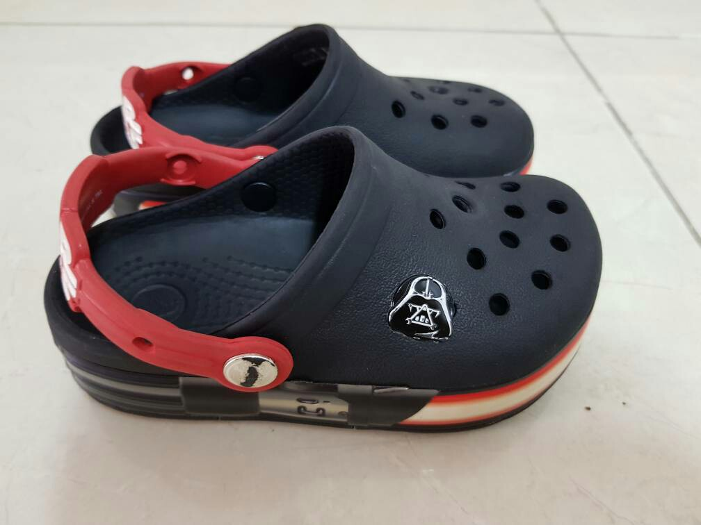7daa1d3780 Crocs starwars kids ( size 9) original