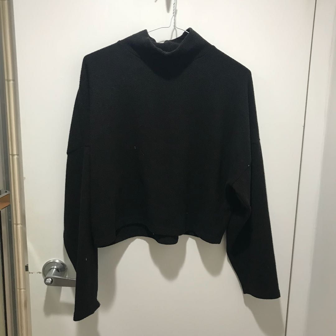 NOUL black turtleneck crop top