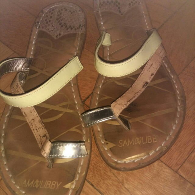 Real leather. Size 7.5. Will fit size 7