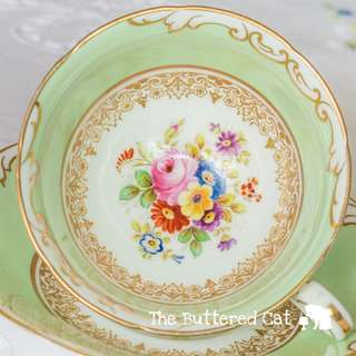 Beautiful 1930s English cabinet cup and saucer, hand-decorated