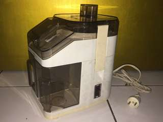 Blender serbaguna (juicer)