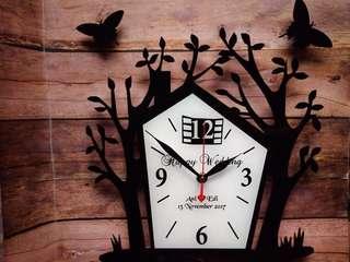 Jam akrilik bentuk pohon