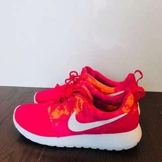 New! Nike Roshe One - Pink