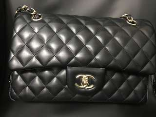 Chanel Bag 2.55 size 比人放飛機 重po