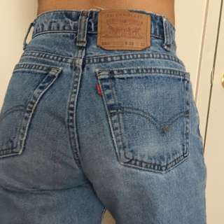 REDUCED🌻VINTAGE LEVIS MOM JEANS