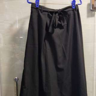 BLACK SKIRT WITH TIE FRONT BN