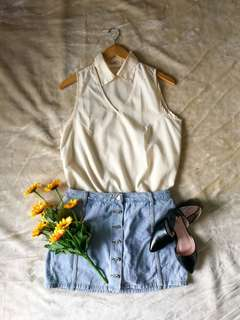 JELLYBEAN WHITE SLEEVELESS TOP WITH COLLAR LARGE PRELOVED