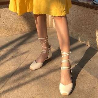 🚚 【鳳眼夫人】限時優惠 自製款熱銷復刻 2色 真皮仙女本人復古百搭小豬鼻綁帶方頭平底芭蕾舞鞋 方頭鞋 平底鞋 溫柔甜美氣質 綁帶涼鞋 綁帶鞋 奶奶鞋 歐美時尚