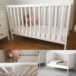 Baby/Toddler cot with matress