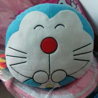 Bantal Karakter Doraemon