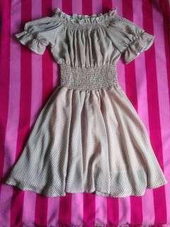 Offshoulder dress