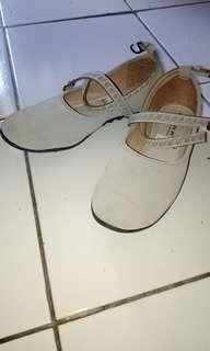 Sepatu jalan, sepatu ballet,  sepatu hunting