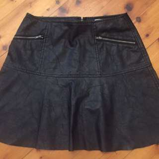 BETTINA LIANO - Size 8 Black Leather like skirt with warm interior & zip detail