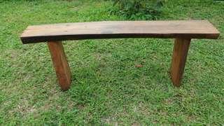 Kursi kayu pinus