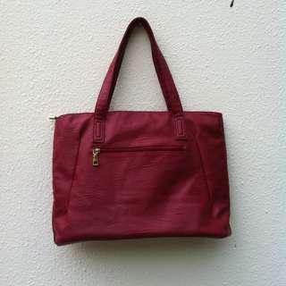 Red handbag bag. Dimension 42 x 28 x 12cm. In good condition.