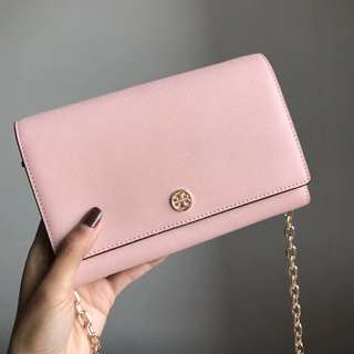 Tory Burch Robinson Wallet On Chain - pink