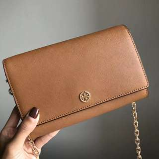 Tory Burch Robinson Wallet On Chain - brown