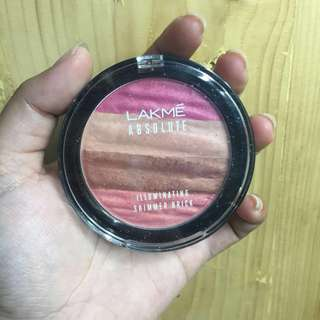 [Lakmé Absolut] Illuminating Shimmer Brick