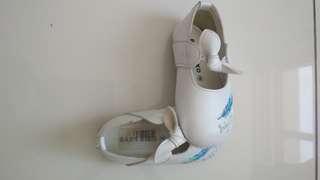 White shoe for baby girl