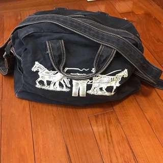 Levi's 休閒旅行包(可手提、肩背、側背)