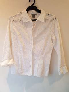 Ann Taylor White perforated blouse (US 6)