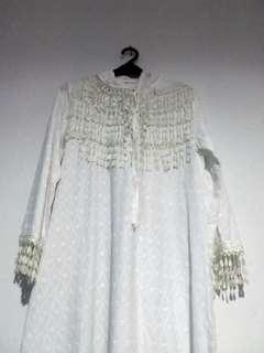Gamis putih bertudung chic style