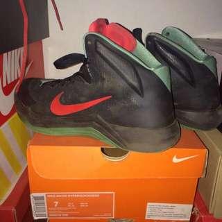 Sepatu Basket Nike Zoom Hyperquickness