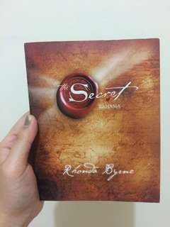 Secret - by rhonda byrne