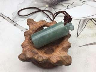 舊工天然翡翠糯種飄綠獅章掛件