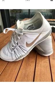 Nike Free TR 6 - 6.5