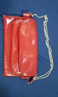 Sling handbag wt metal chain